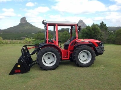 Antonio Carraro TRX 7800 with half cab