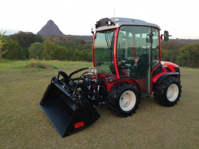 Antonio Carraro TTR 4400 HST II Cab Tractor fitted with Agilator Rear Mount 4 in 1 Bucket