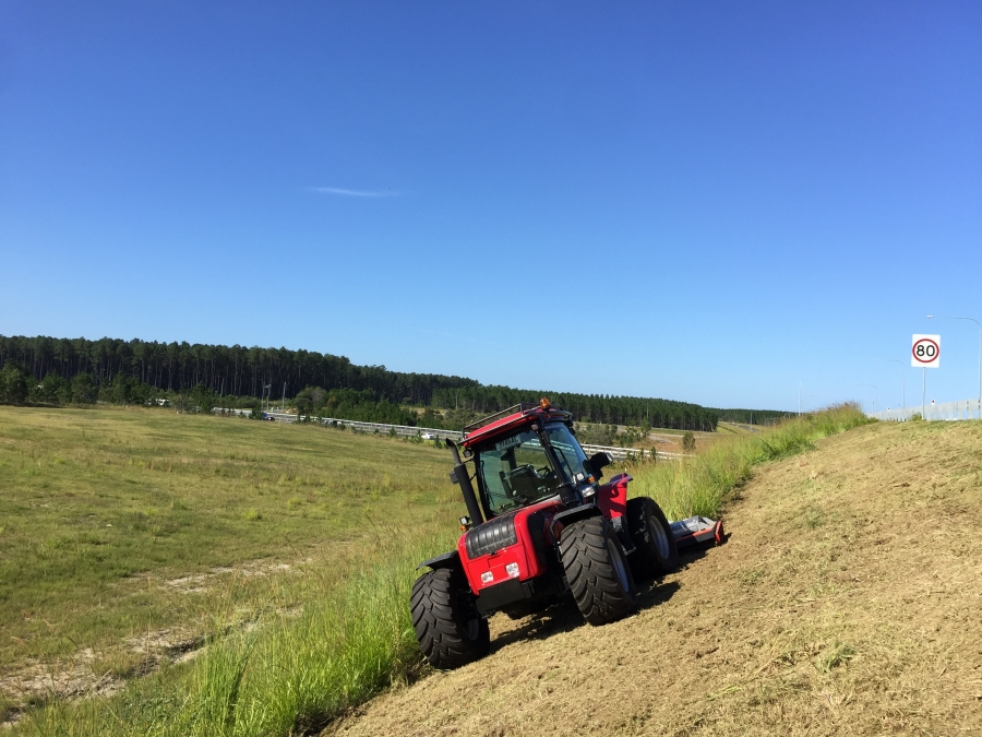 BM Tractor for roadside contracting and steep slopes